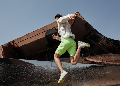 咕咚发布咕咚智能跑鞋10K(综训款),硬件生态再升级