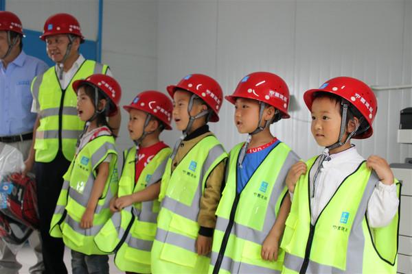 """中建电力开展""""童心·同行,'雷锋学堂'伴成长""""主题公益活动"""