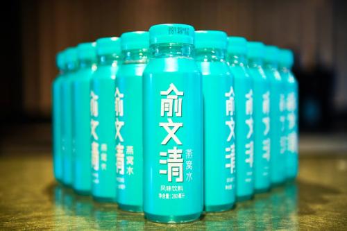 俞文清燕窝水创始人、定位专家顾均辉同台分享,精准定位打造黑马饮品