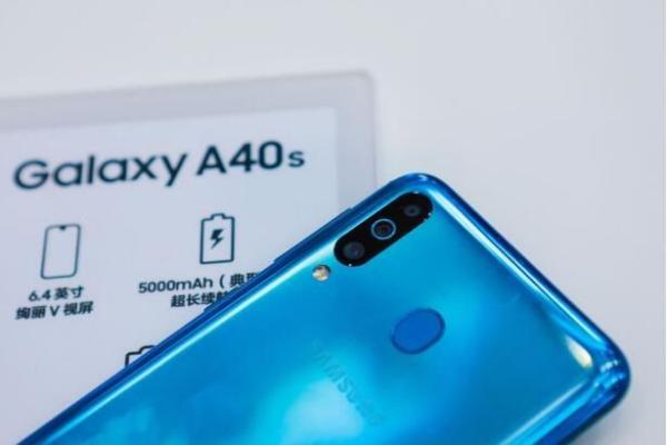 拥有三星Galaxy A40s水光蓝这款单品,让你比别人都时髦!