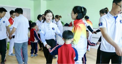 """""""58神奇日 与爱同行""""公益活动,走进济南明天儿童康复中心"""