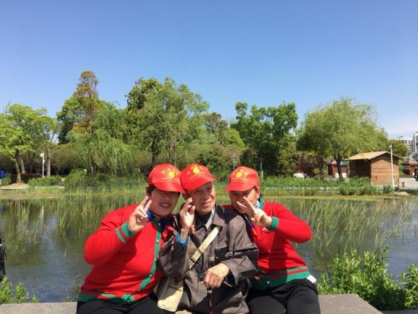 放心吧孩子,我跟苏州红日养老院一起去春游!
