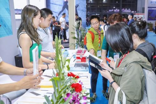 WalkingPad走步机亮相上海体博会:家庭轻运动时代已经来临