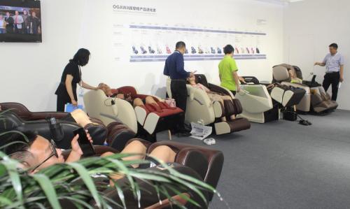 奥佳华按摩椅深耕家居渠道,惊艳登陆北京国际家具展