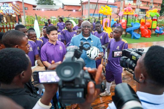 爱善天使集团张帆一行受邀出访塞拉利昂赞助特殊足球队