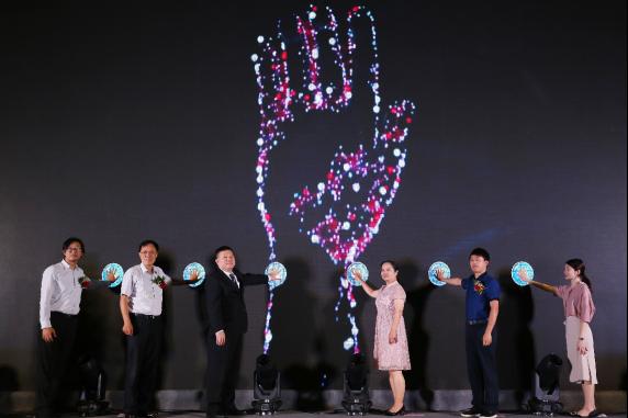 中国首届母婴饮用水高峰论坛 鹿啄泉联合权威首发白皮书为母婴健