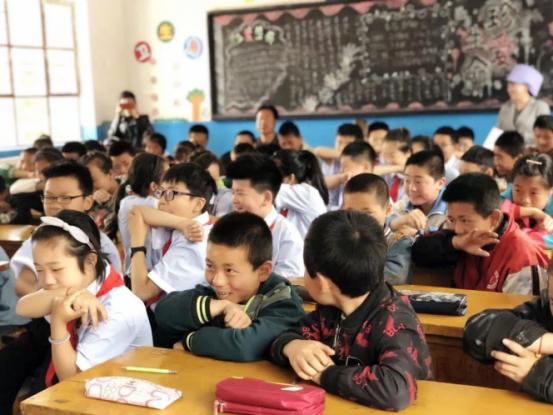 童星陈思进宁夏献爱心 呼吁公益行动