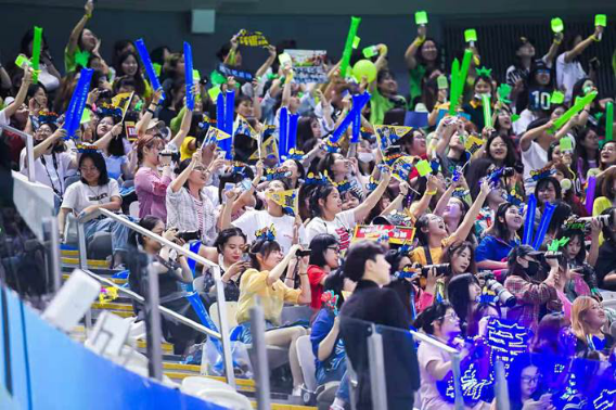 2019爱奇艺VIP会员粉丝嘉年华震撼开启体娱跨界盛典 超60位明星 7000多粉丝全情互动