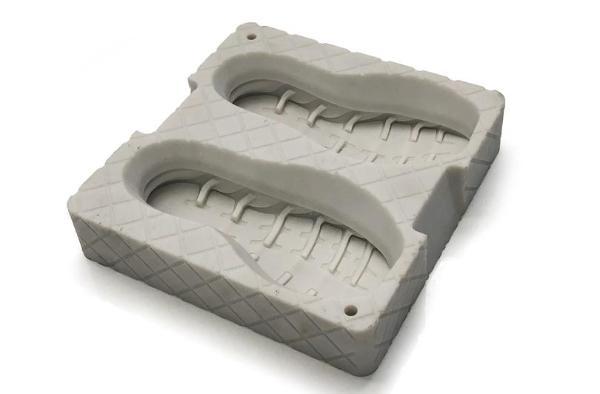 联泰科技3D打印鞋底模具的制造革新