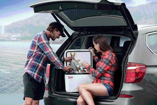 """新能源汽车发展趋势已来,车载冰箱助力汽车成为""""第三生活空间"""""""