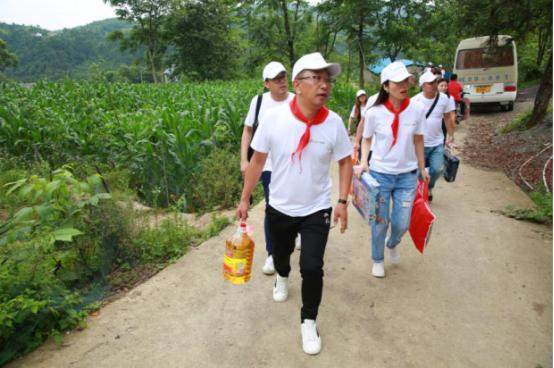 助学扶贫、温暖童心——58公益筑梦工程走进贵州正安