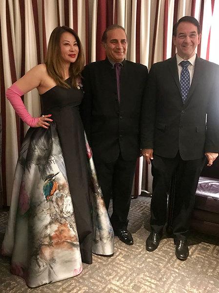 著名旅美服装设计师孙俭受邀洛克菲勒家族晚宴喜获设计大奖