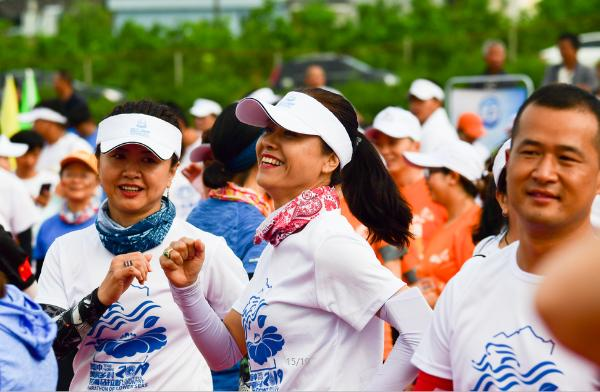 2019年腾冲美丽乡村花海马拉松在界头鸣枪开跑