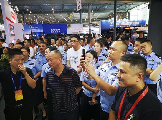 """云天励飞""""硬核""""AI黑科技亮相成都首届警博会"""
