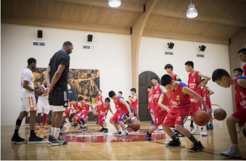 动因体育篮球技术总监麦迪休斯顿篮球训练营开营了!
