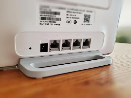 不用宽带也能上网 华为移动路由4G路由2 Pro专治上网难题