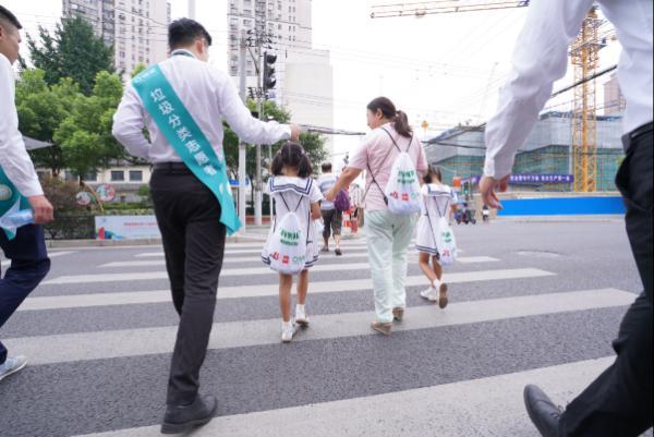践行垃圾分类绿色环保理念 链家公益在行动