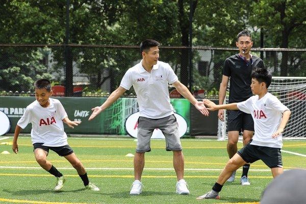 武磊出任友邦中��青少年足球�l展�目公益大使