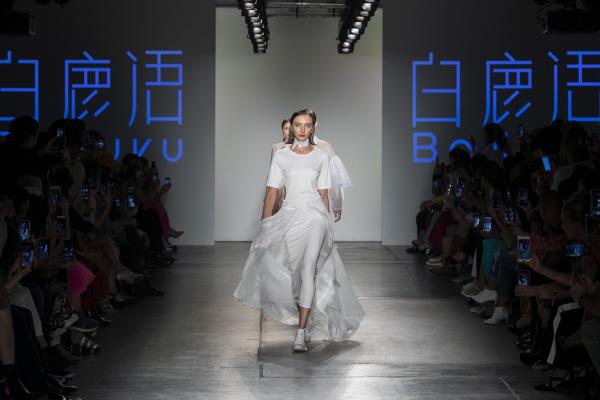 白鹿语亮相2020春夏纽约时装周,奏响自然交响乐