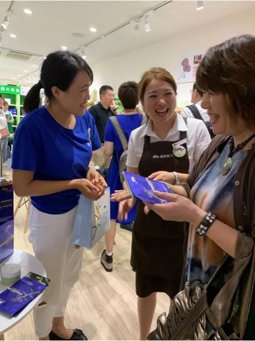 """时隔4月,连开2店,这个国货缘何敢叫板""""化妆品强国日本""""?"""