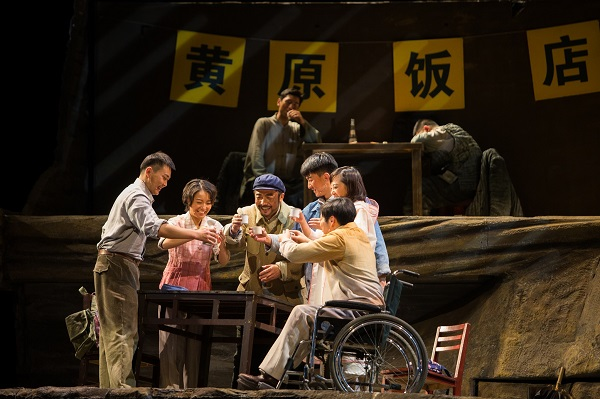 """《平凡的世界》讲述 """"不平凡""""的故事 路遥同名小说大型话剧在青岛西海岸新"""