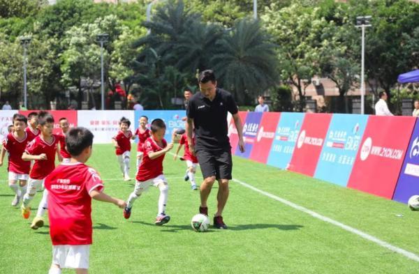 郜林青少年足球训练营启动 帮更多孩子圆足球梦
