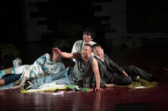 话剧《少年行》首演,重整山河待青春