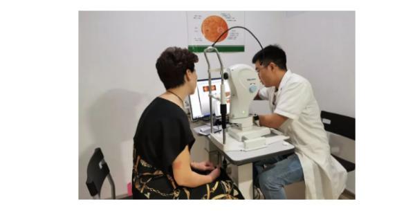 关注中老年眼健康,宝岛眼镜携爱风尚发起护眼公益行动