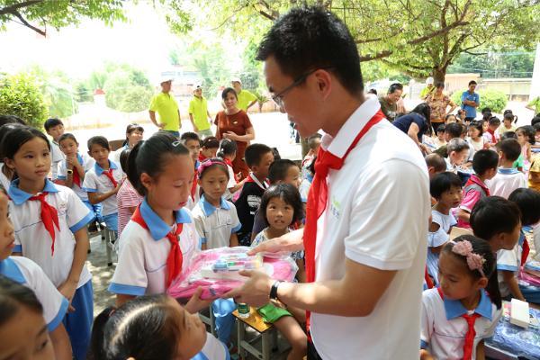 万村支教益起出发!益百分为贫困地区儿童教育发起捐款
