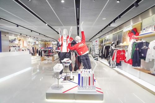 摩登地标,优雅起航,FILA旗舰店重磅登陆上海环贸iapm商场