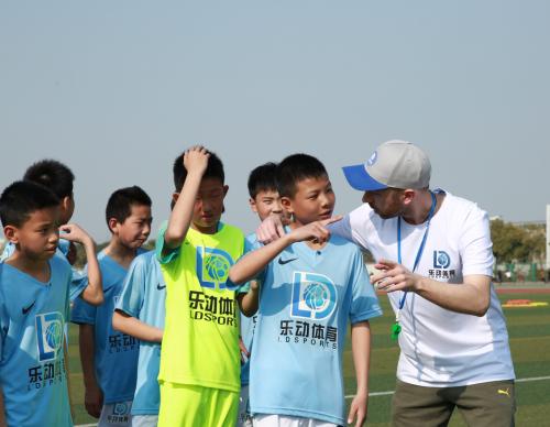 乐动体育足球训练营参加南安普顿U12足球教学邀请赛