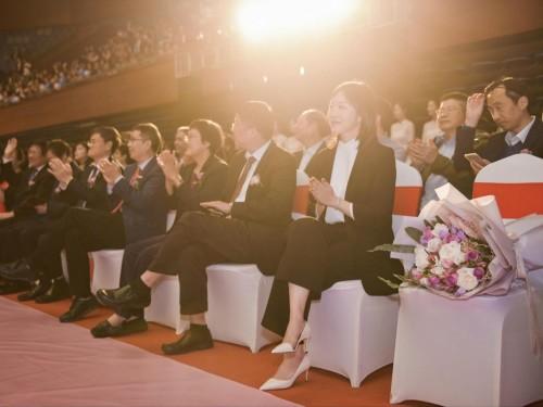 女学霸实力演绎双商在线!婚礼纪副总裁的幸福金句火了