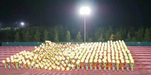 慧闻少林集团鹅坡武校1518名学生参与国庆广场大联欢