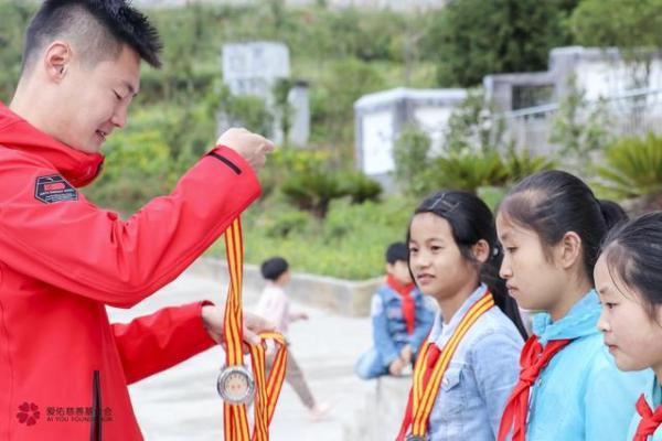 """中国体育精神走进大山,""""爱佑安生""""体验官张培萌公益行动"""