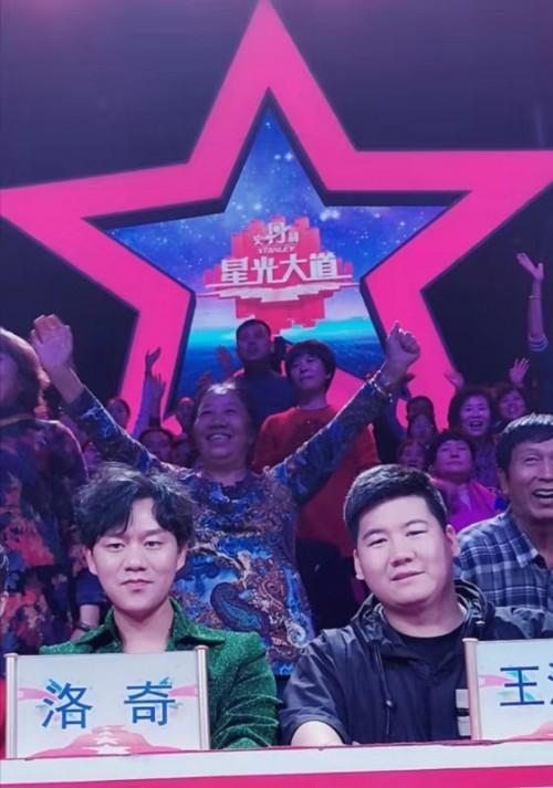 青年歌唱家洛奇担任星光大道2019年度总决赛评委