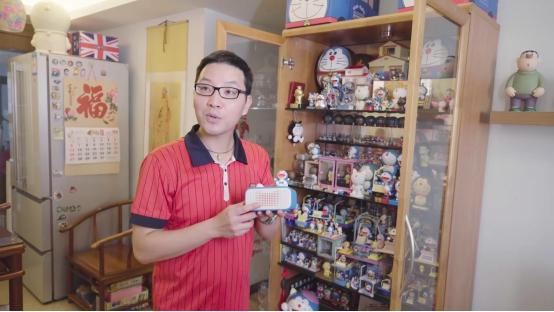 挑战哆啦A梦收藏吉尼斯世界纪录 这位广州大叔火遍全网 更是首件天猫精灵联名款拥有者