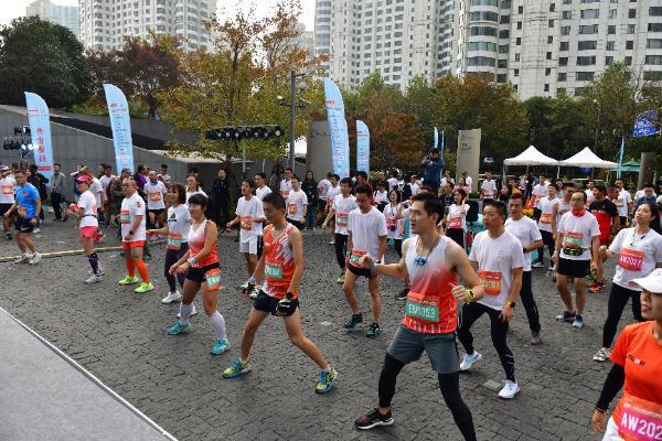 外企德科·2019上海中心国际垂直马拉松赛火热开跑 巅峰对决创造垂马赛事纪录