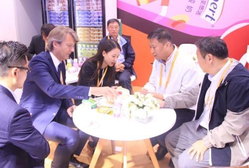 直擊進博會丨三元旗下品牌閃耀亮相 融合全球智慧服務中國市場