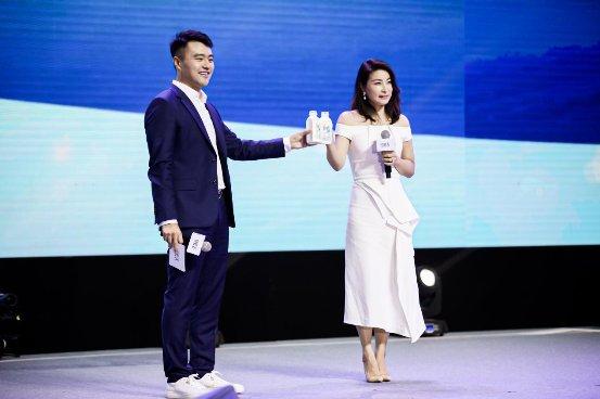 科技范儿吸睛 新一代鲜牛奶悦鲜活新品发布会北京举行