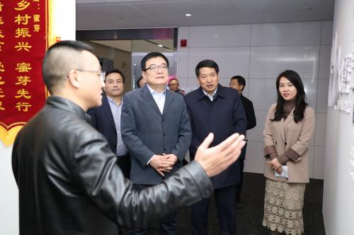陕西省委常委、常务副省长梁桂一行调研蜜芽集团西安公司
