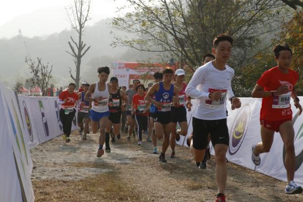 2019国家登山健身步道联赛河南·新县站激情开跑 近6000选手参赛