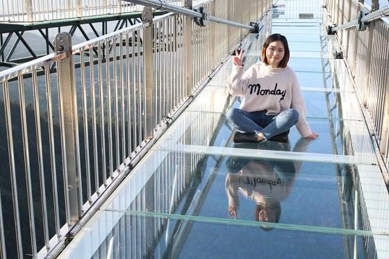 奥陶纪天空悬廊 玻璃太透明两成游客不敢走