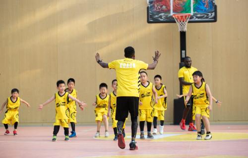 动因体育美式篮球样本:树立国际化教学标杆