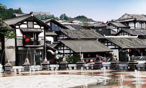 朝朝文化与贵州中铁双龙镇联合运营签约仪式成功举行