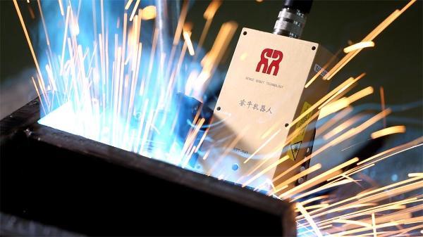 哈工现代HA006B搭载激光焊缝跟踪传感器,解决焊接国际难题
