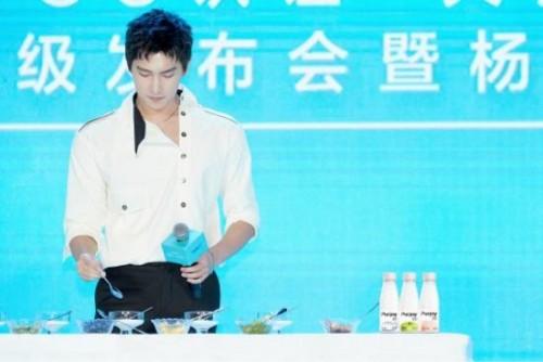 种草无添加酸奶 纯享高端酸奶携手杨洋全新升级