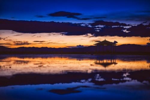 """戈壁之中的""""天空之鏡""""--茶卡鹽湖"""