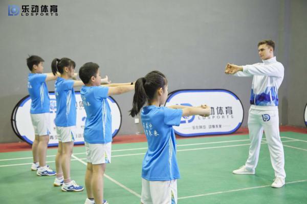 提升核心力量,在乐动体育打羽毛球无球训练更重要