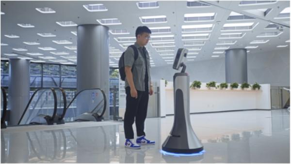"""猎豹移动旗下猎户星空智能服务机器人豹小秘,助力""""政务+"""""""