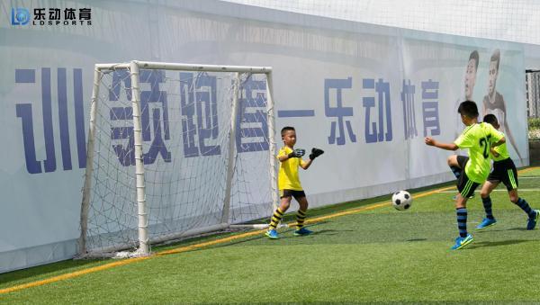 用实战来检验门将水准,乐动体育训练赛小守门员有着出色发挥